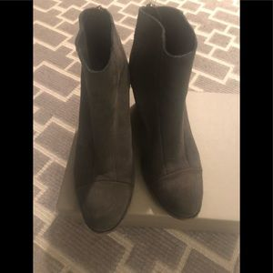 Hoss suede boots grey size 8